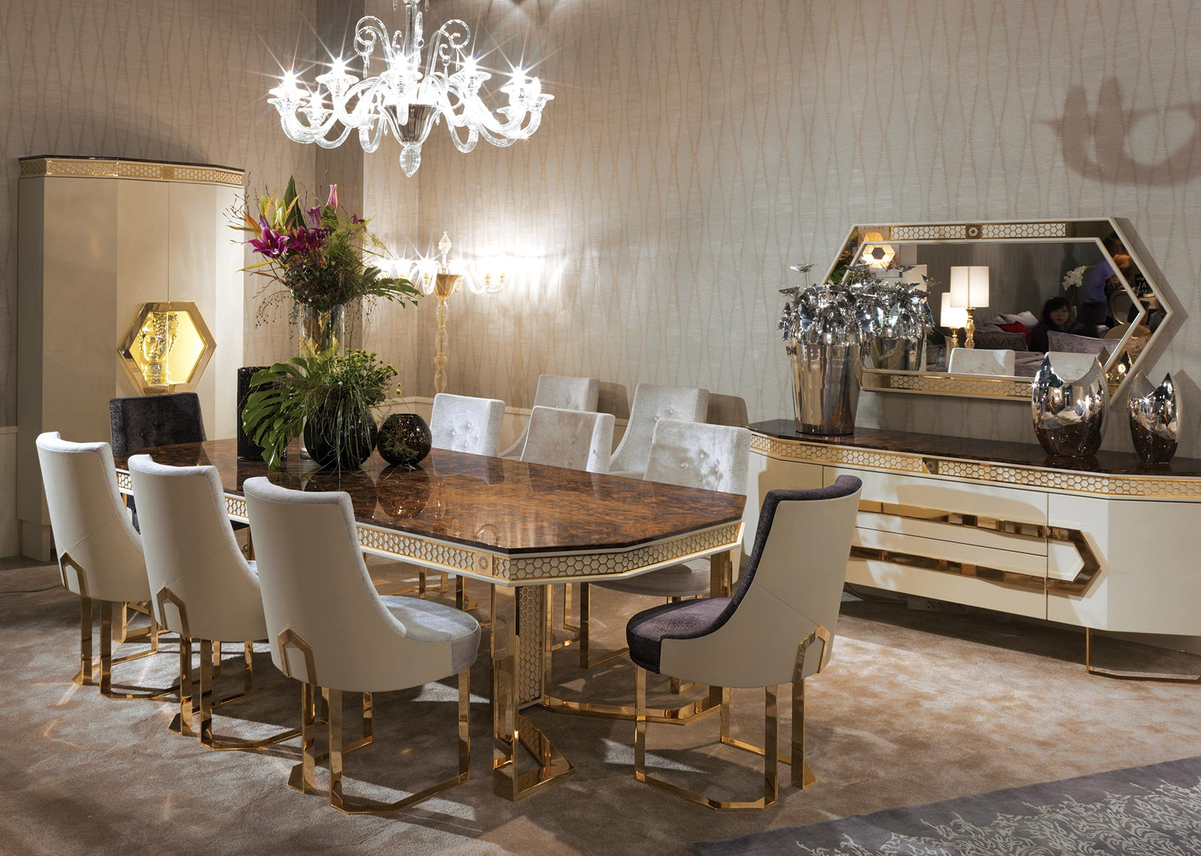 CONQUISTADOR<br/>GL/TA/RE/260/1 - Rectangular Dining Table - cm 260x120x75h<br/>GM/001/A - Chair - cm 59x59x93h<br/>GM/001/B - Chair - cm 59x59x93h<br/>GL/CR/198/1 - Sideboard - cm 198x54,5x81h<br/>GL/MI/160/1 - Mirror - cm 160x4x80h<br/>GL/VI/115/1 - Glass cabinet 2 doors - cm 115x47x212h