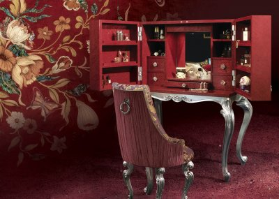 CRAZY HORSE<br/>TR/SE/8 - Dressing table - cm 117x67x155h<br/>VP/001/3 - Chair - cm 59x69x109h